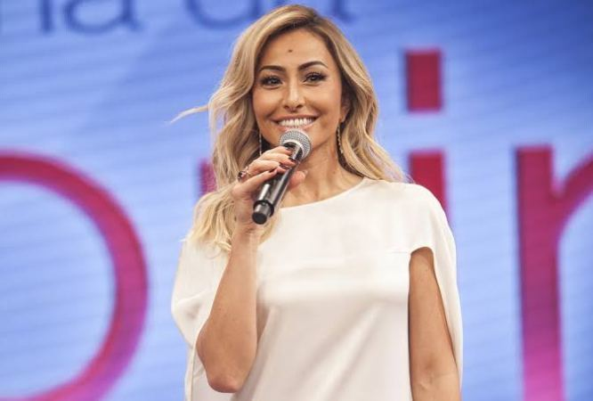 Record Tv renova por mais três anos com Sabrina Sato